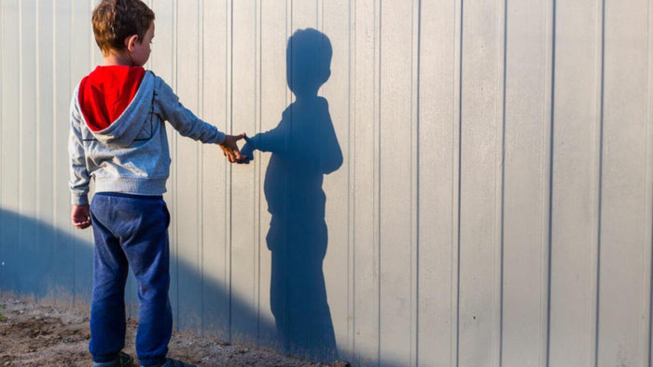 Autismo, la condizione di uno sguardo diverso  Cosa provano le persone con i disturbi dello spettro autistico? Qual è la condizione che vivono con le proprie famiglie?